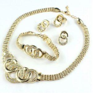 Chanel-nyakek-szett-arany-fazonban-001