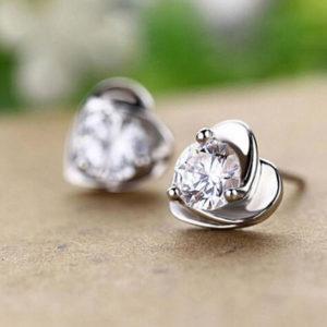 Róza szív alakú fülbevaló fehér kővel