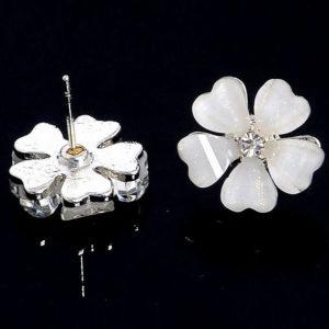 Sárlott virágos fülbevaló fehér színben