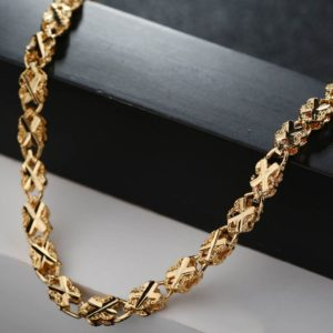 Dorka-nyaklanc-arany-fazonban-kereszt-mintaval-001