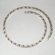 bertilla-egyedi-magneses-titan-nyaklanc-kulonleges-mintaval-feherarany-fazonban01
