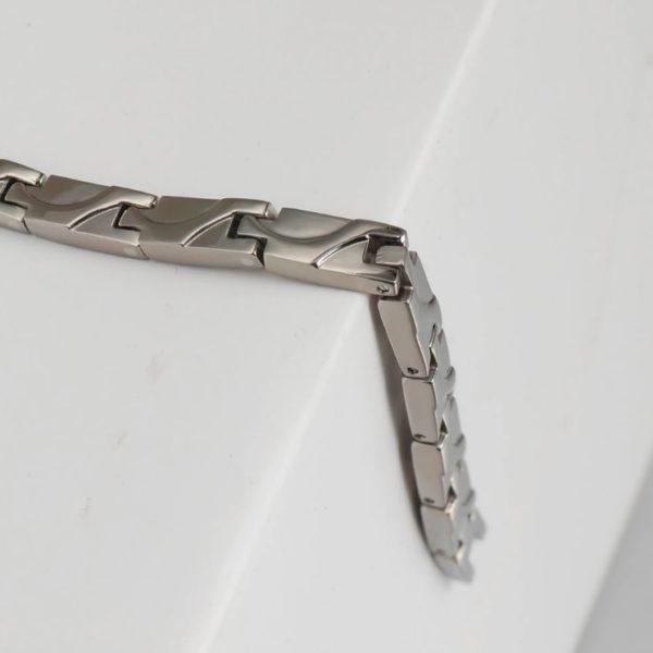 bertilla-egyedi-magneses-titan-nyaklanc-kulonleges-mintaval-feherarany-fazonban03